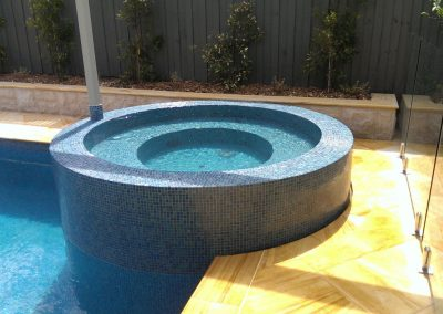 custom built spas for swimming pools